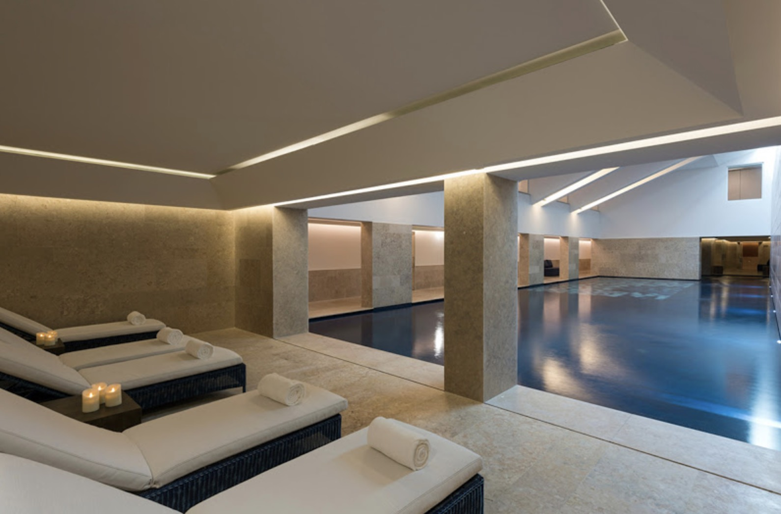 Palácio do Governador - Indoor pool and seating luxury spa hotels in Lisbon